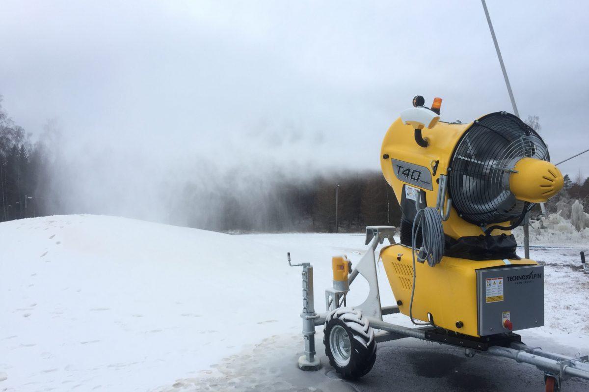 Snömaskin på Ätrans Skidcenter